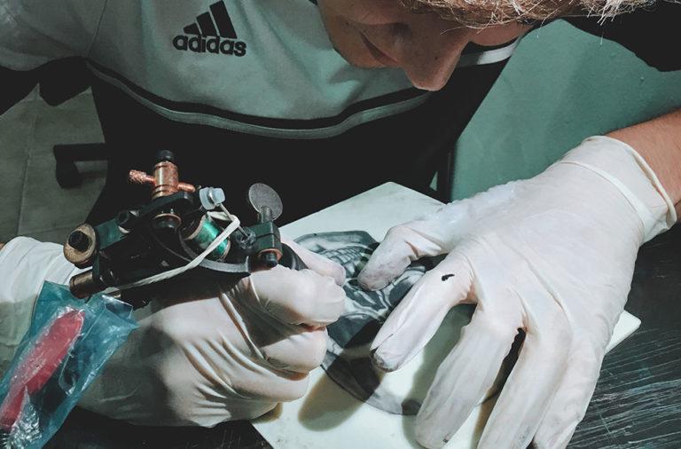 devenir tatoueur avec EOMTP